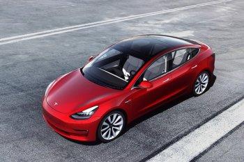 Tesla Model 3 dapat rating tinggi dalam uji tabrak NHTSA