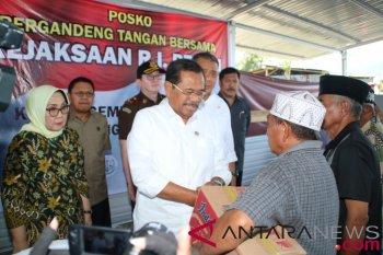 Jaksa Agung serahkan bantuan untuk korban gempa di Palu