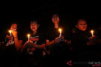 Ribuan umat Kristen berdoa untuk Ambon