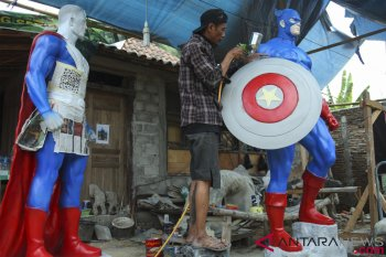 Produksi Patung Karakter Superhero