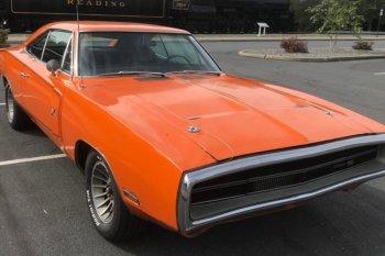 """""""Go Mango"""" 1970 Dodge Charger ditemukan di gudang"""