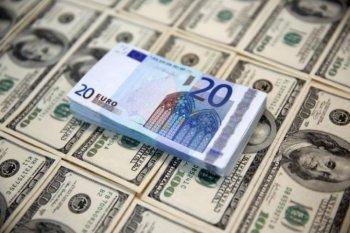 Dolar jatuh, euro catat kenaikan terbesar sejak Mei 2018