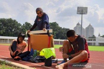 Tim estafet putri DKI Jakarta main santai