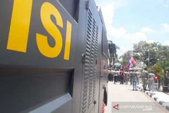 200 police officers secure rally at  Law and Human Rights Ministry