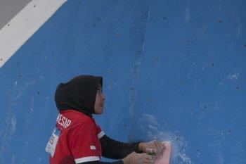 Aries Susanti merebut emas sekaligus pecahkan rekor dunia panjat tebing