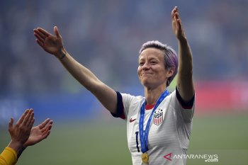 Gelandang AS Megan Rapinoe rebut Ballon d