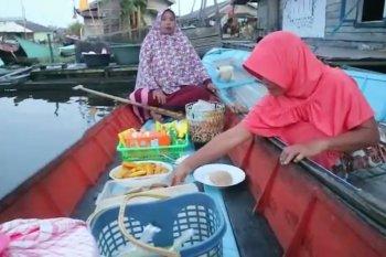 Cara unik perempuan menjual sarapan