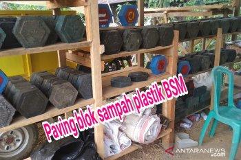 """Warga Kutai Kertanegara cetak """"paving block"""" sampah plastik"""