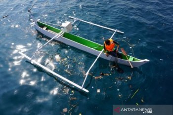 Gerakan bersih laut dan pantai di Palu