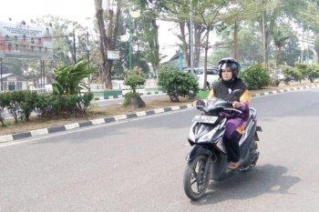 Kendati kabut asap sejumlah pengendara motor di Jambi  tanpa masker