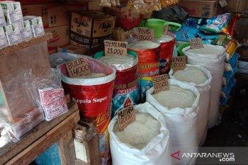 Harga beras antarpulau di pasar tradisional Ambon stabil