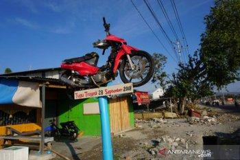 Setahun bencana Sulteng -  Tugu pengingat bencana gempa dan tsunami