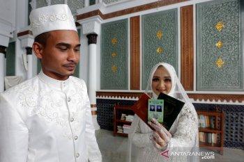 Kartu Nikah Pasangan Suami Istri