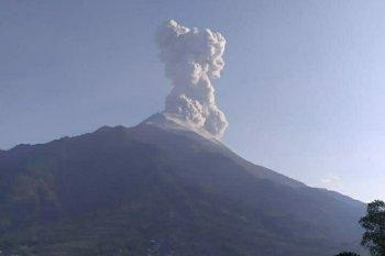 Gunung Merapi keluarkan awan panas letusan setinggi 3.000  meter