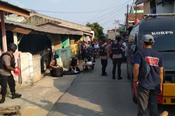 Di Way Halim Lampung Densus 88 geledah rumah terduga teroris
