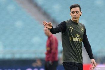 Mesut  Oezil tepis ingin tinggalkan Arsenal