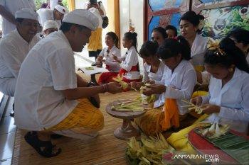 Pasraman Wandhira Denpasar adakan pendidikan karakter siswa SD