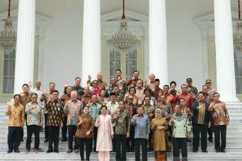 Presiden Jokowi dan Wapres Jusuf Kalla silaturahim bersama menteri Kabinet Kerja