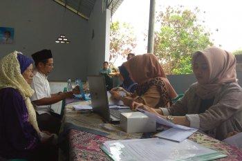 Lansia dan anak terlantar di Banten diberi bantuan