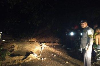 Akibat hujan lebat, tiga lokasi di Pasaman Barat longsor