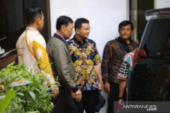 Wiranto meninggalkan RSPAD Gatot Soebroto