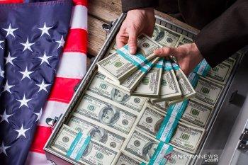 Dolar Amerika menguat di tengah pengamatan perdagangan dan risalah The Fed