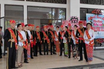 Wulan-Waraney Minahasa menjemput tamu Hari Jadi Minahasa