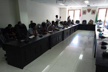 Persoalan ketersediaan BBM hambat kapal roro masuk  Kabupaten Bursel