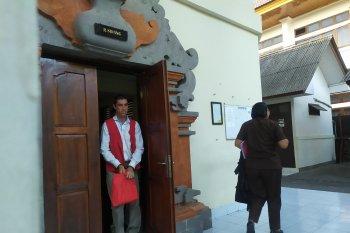 WNA Peru diadili karena 24 biji ganja