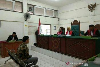 Divonis 3 tahun 6 bulan, penyelundup Ferrari dan 8.400 botol miras di Palembang ajukan banding