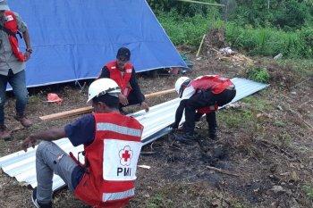 PMI Maluku tambah fasilitas MCK untuk pengungsi di Desa Waai