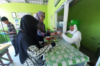 Disdik Kota Ambon awasi penjualan jajanan siswa