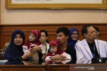 Kembar siam Aqila-Azila bisa pulang karena kondisinya membaik
