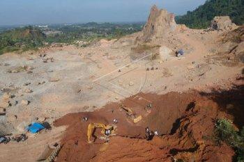 Pencarian korban longsor tanah tambang clay di Gunung Sarik Padang