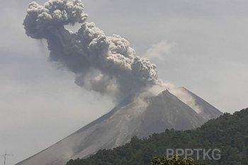 Gunung Merapi keluarkan awan panas setinggi 1.000 meter