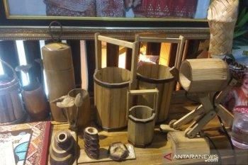Kerajinan bambu andalan Bengkulu Tengah di festival pesisir
