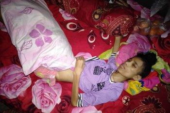 Seorang pengungsi dampak gempa magnitudo 6,5 di Desa Liang kesulitan biaya berobat