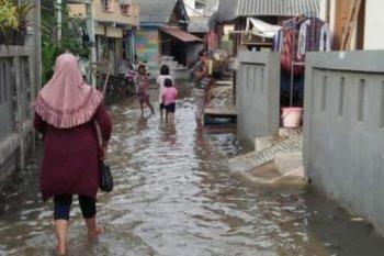Kebakaran dan banjir rob landa sebagian Jakarta