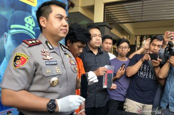 Ancam sebar video mesum bersama kekasihnya, seorang mahasiswa ditangkap polisi