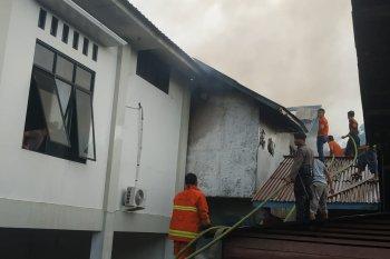 Saat perayaan Natal anak-anak, Gereja GKE Putussibau terbakar