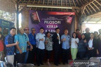 """Buku """"Filosofi Kerja Karma Yoga"""" dibedah oleh akademisi di Denpasar"""
