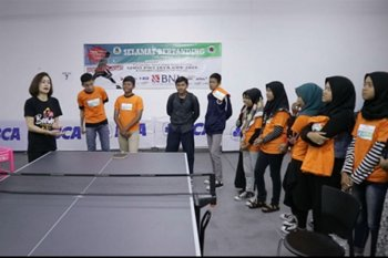 Evi Sumendap tularkan ilmu tenis meja pada pelajar