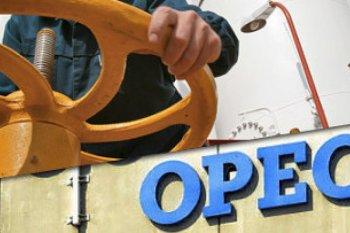 Minyak naik tajam setelah OPEC+ setujui pemotongan produksi lebih dalam