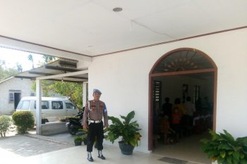 Di gereja, personel Polres Bangka amankan kegiatan kebaktian