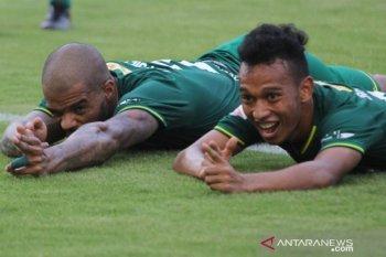 Liga 1: Aji Santoso puji penampilan pemain Persebaya usai hajar Bhayangkara