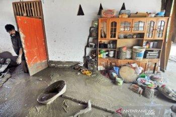 Rumah warga diterjang banjir bandang  di desa Poi Sigi