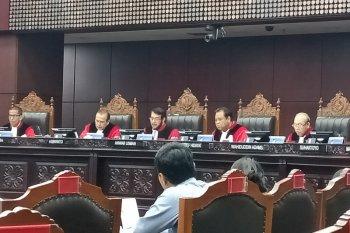 MK tolak gugatan politisi PSI soal syarat usia kepala daerah