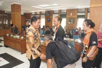 Bupati Zaenal Arifin hentikan operasional PT Sidoagung Farm