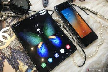 """""""Clamshell"""" Samsung jadi ponsel lipat termurah"""