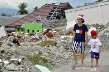 Warga kunjungi bekas lokasi bencana
